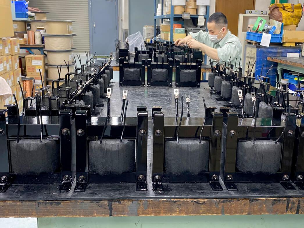 変圧器製造の様子
