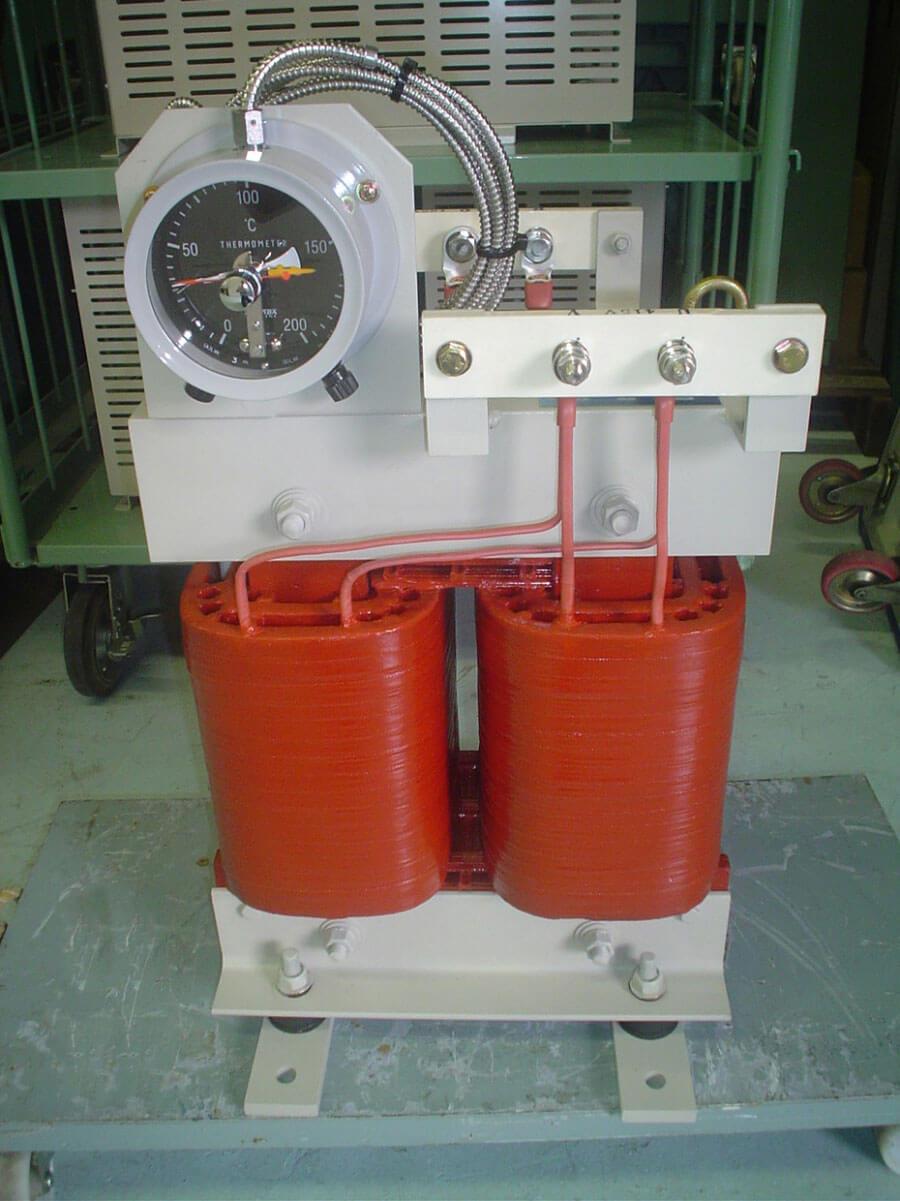 ダイヤル温度計付きのモールドトランス(30KVA)