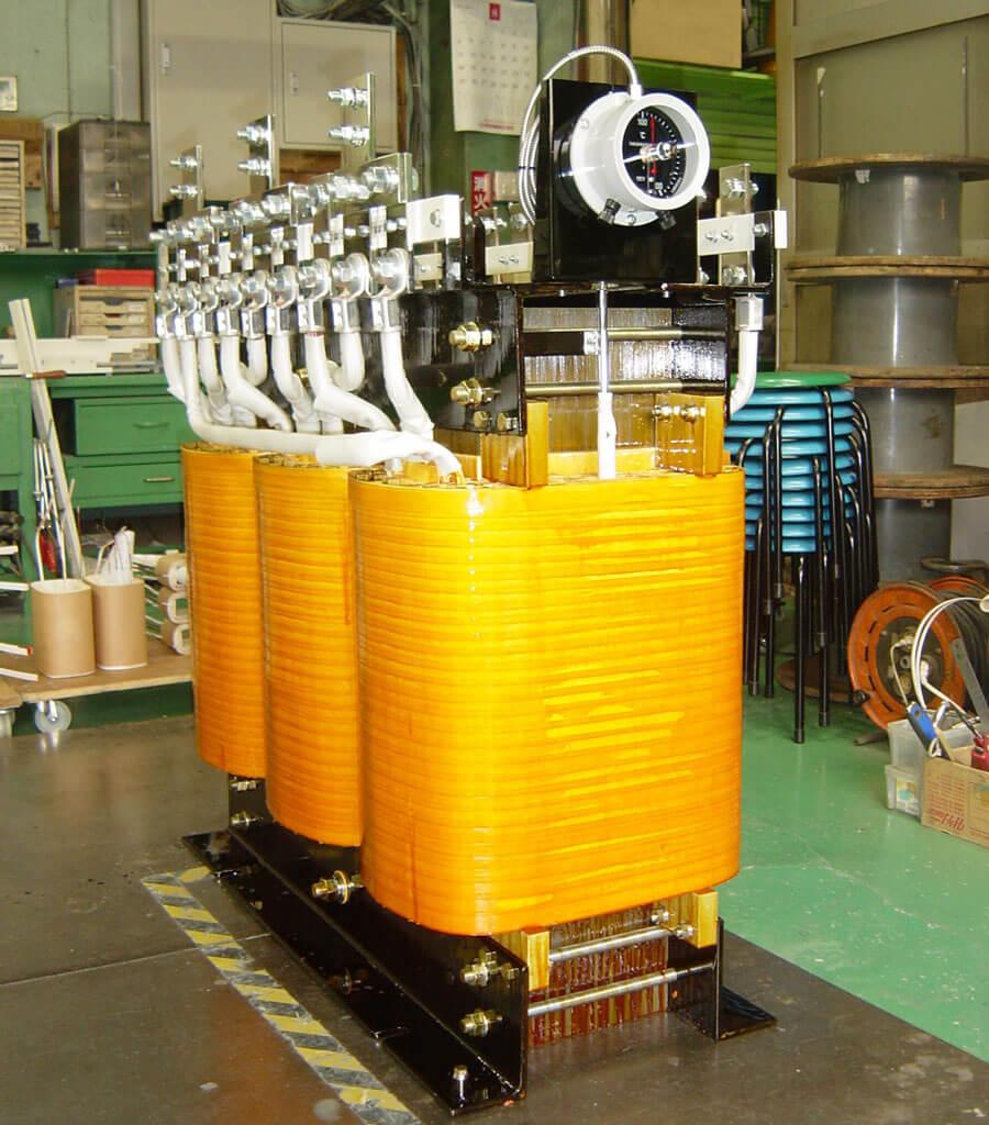 ダイヤル温度計付きのモールドトランス(350KVA)